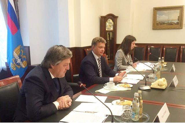 Встреча министра транспорта РФ Максима Соколова с генеральным секретарем Международной Морской Организации (ИМО) Китак Лимом